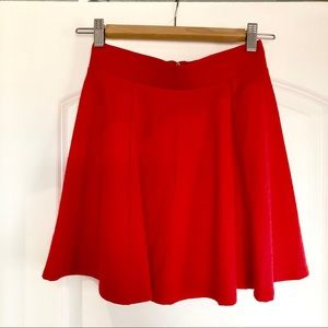 H&M red mini swing skirt 🌹